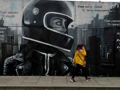 GIRL IN HELMET BENBURB ST